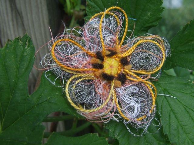 Цветы с подручных материалов