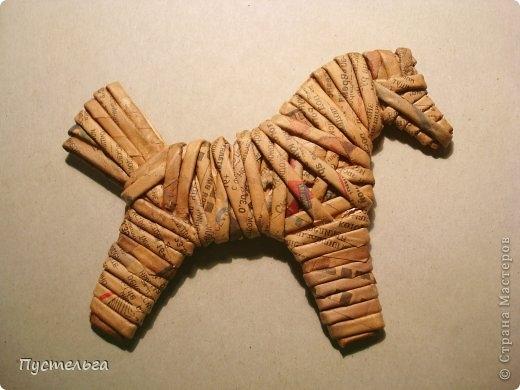 Плетение из газет. Лошадка и другие игрушки для елочки (20) (520x390, 104Kb)