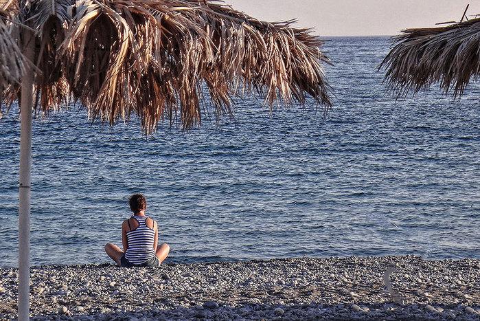 Галечный пляж в деревне Кутсурас на Крите