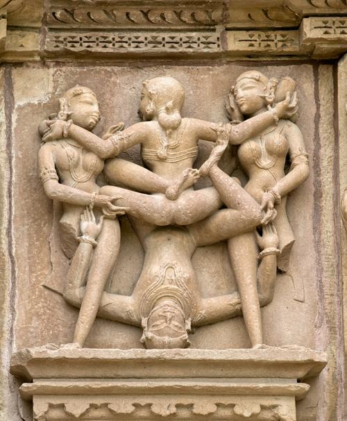 Google+. эротические скульптуры, Каджурахо, Индия - Стоковое фото #13631816