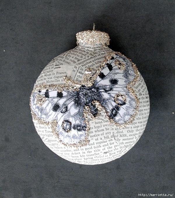 Декорирование елочных шаров обрывками книжных страниц и бабочками (3) (600x678, 404Kb)
