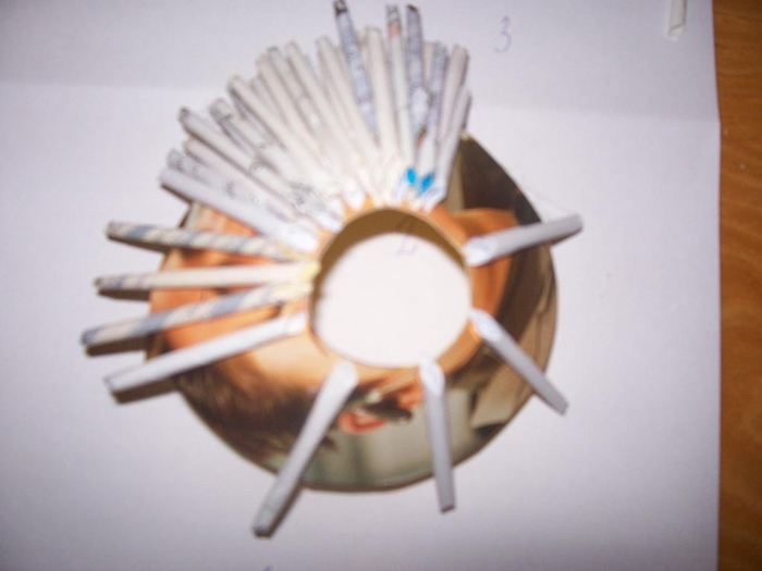 Новогодняя елочка из газетных трубочек. Мастер-класс (8) (700x525, 142Kb)