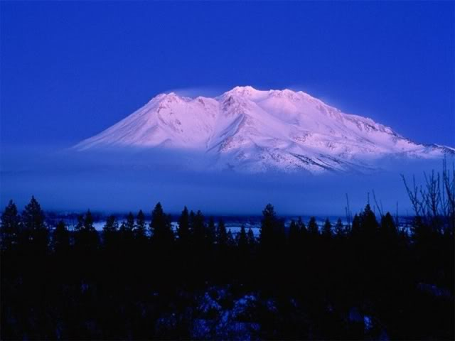 800-Above_the_Clouds_Mt_Shasta_Cali (640x480, 114Kb)