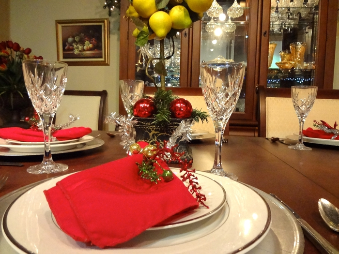 Decorating dining room table centerpiece