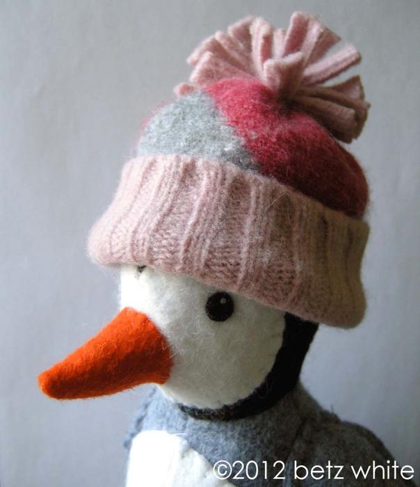 Шапочки для пингвинов из рукавов старого свитера (12) (604x700, 224Kb)
