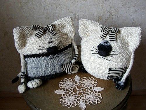 Забавные кото-подушки.