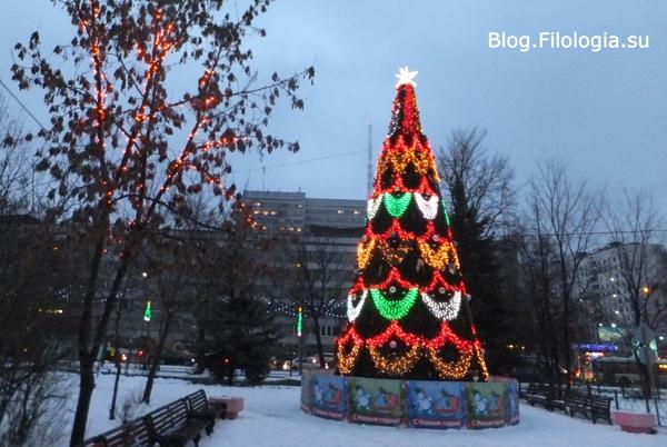 Новогодняя елка с зажженными огнями/3241858_DT04 (600x402, 161Kb)