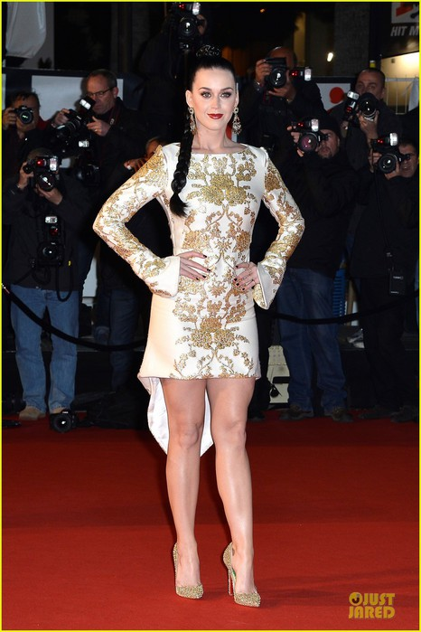 katy-perry-golden-girl-at-nrj-music-awards-2013-01 (466x700, 82Kb)