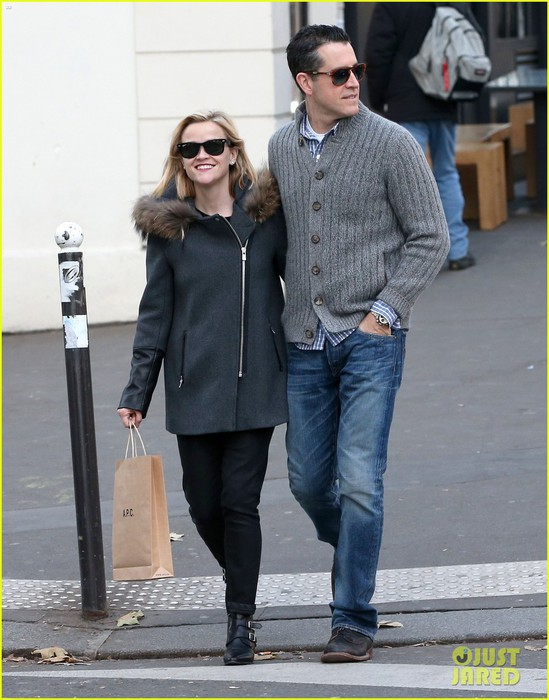 reese-witherspoon-jim-toth-go-shopping-in-paris-01 (549x700, 96Kb)