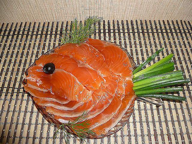 Украшение красной рыбы