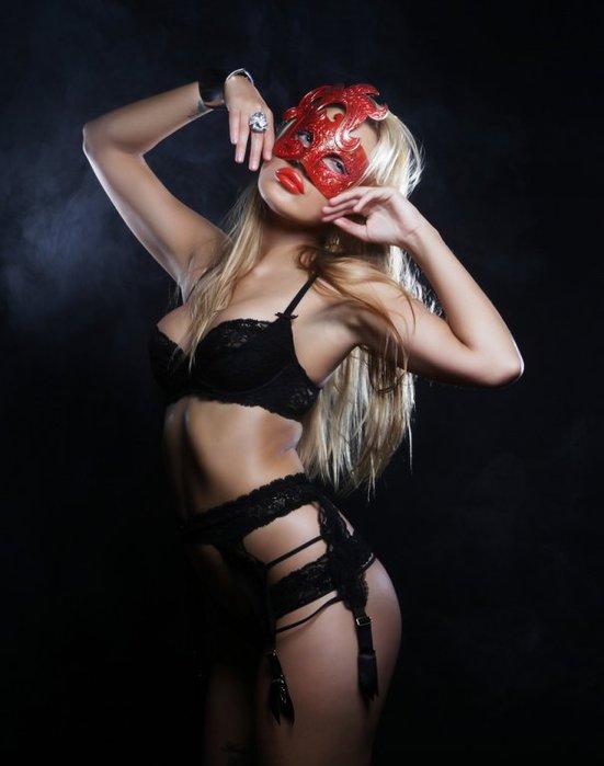 pod-maskoy-erotika