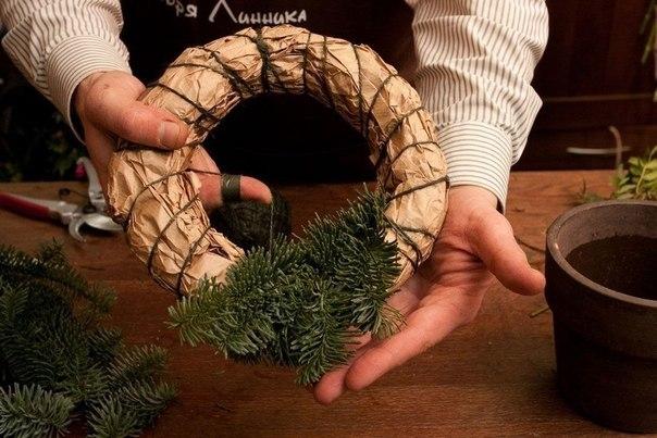 Венки из еловых веток своими руками пошагово