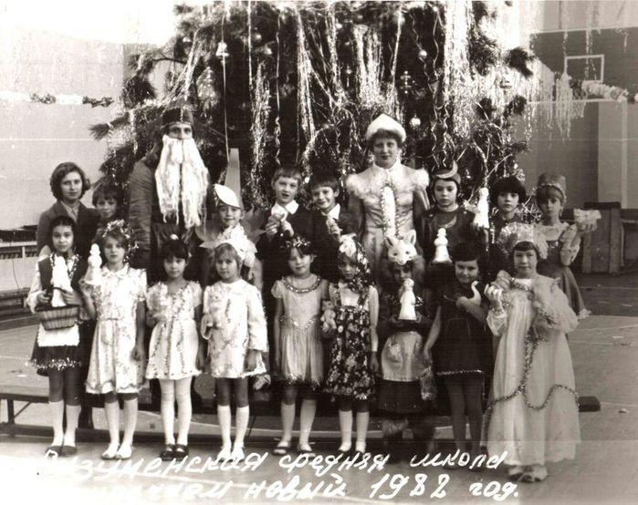 новый год в школе 1982 (700x554, 87Kb)