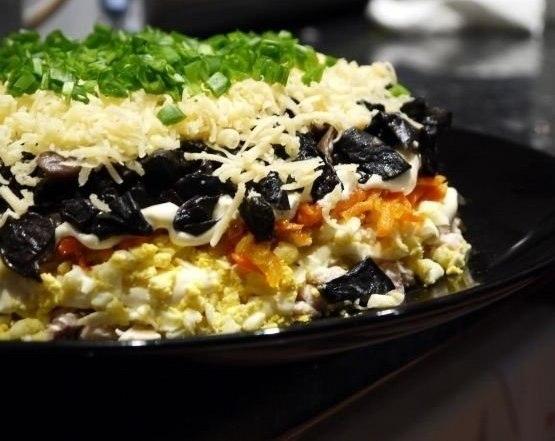 салат слоеный с курицей (555x441, 121Kb)