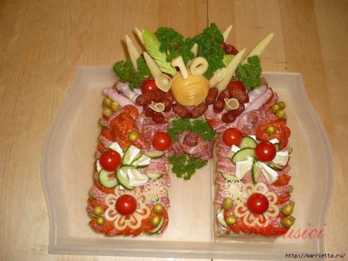 Новогодний СОЛЕНЫЙ торт. ПОДКОВА (7) (700x525, 245Kb)