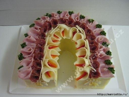 Новогодний СОЛЕНЫЙ торт. ПОДКОВА (24) (510x383, 92Kb)