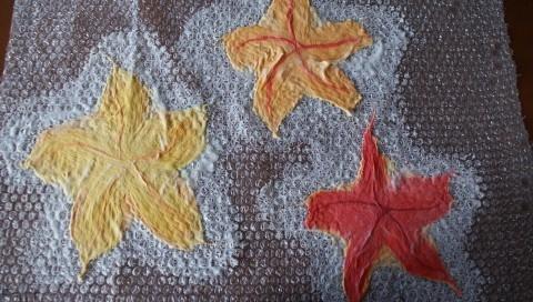 Цветы в технике мокрого валяния из шерсти. Фото мастер-класс (8) (480x272, 136Kb)