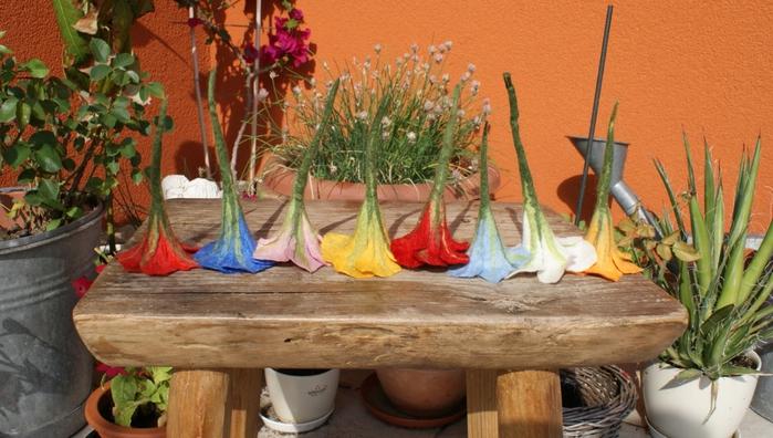 Цветы в технике мокрого валяния из шерсти. Фото мастер-класс (40) (700x396, 249Kb)