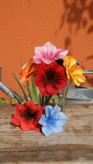 Цветы в технике мокрого валяния из шерсти. Фото мастер-класс (42) (396x700, 197Kb)