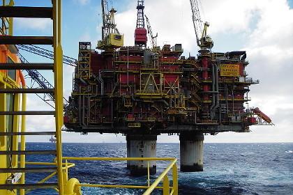 Буровая платформа Норвегии - утечка нефти (420x280, 54Kb)