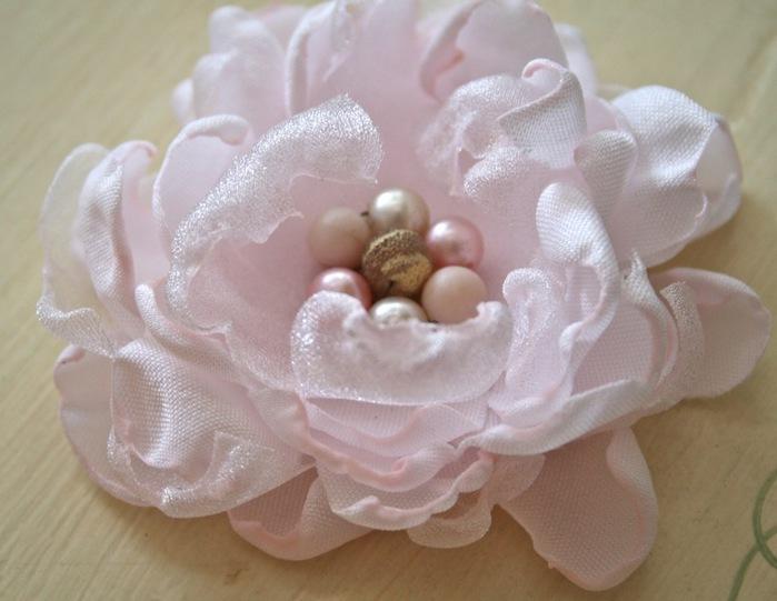 Сделать цветок из ткани на платье своими