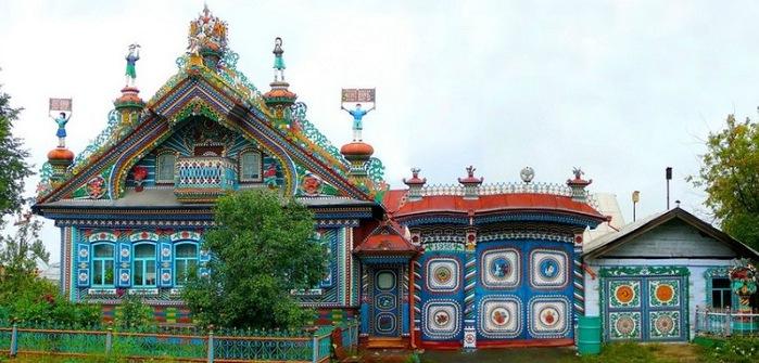 1-Необычный дом кузнеца Сергея Кириллова (700x335, 102Kb)