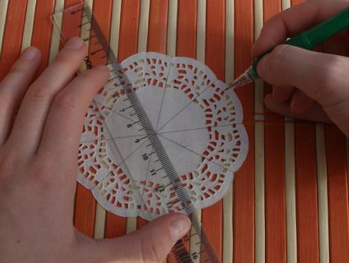 Новогодняя елочка из кружевных бумажных салфеток (1) (507x382, 483Kb)