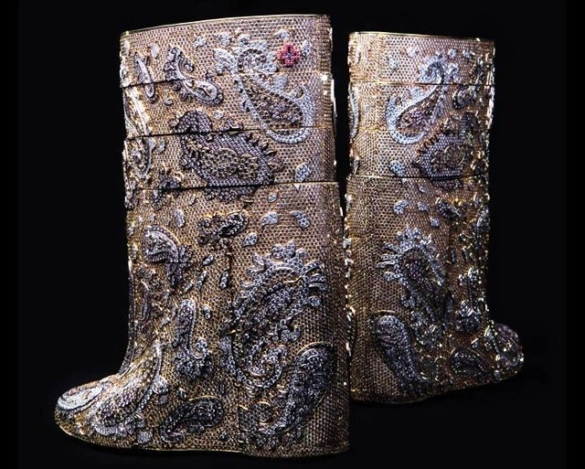 Most-expensive-boots-are-diamond-studded-by-Vandevorst-cost-3.1-mn-dollars-3 (640x513, 270Kb)
