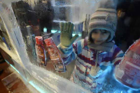 ледяной магазин в бухаресте 5 (570x380, 190Kb)