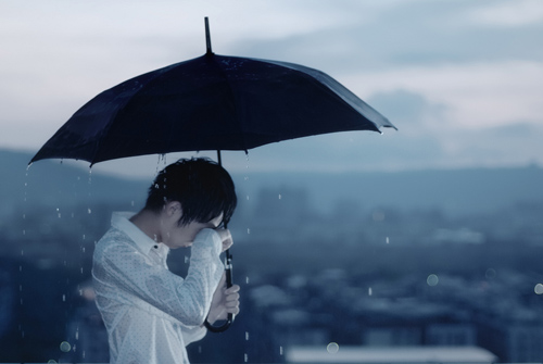 alone-boy-in-rain-with-unbrella (500x335, 74Kb)
