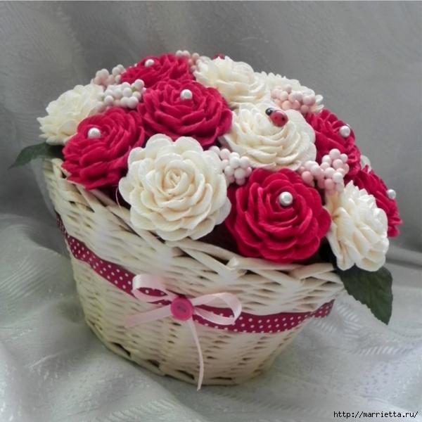 Корзинка с розами из гофрированной бумаги своими руками