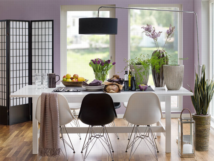 Grasscloth dining room