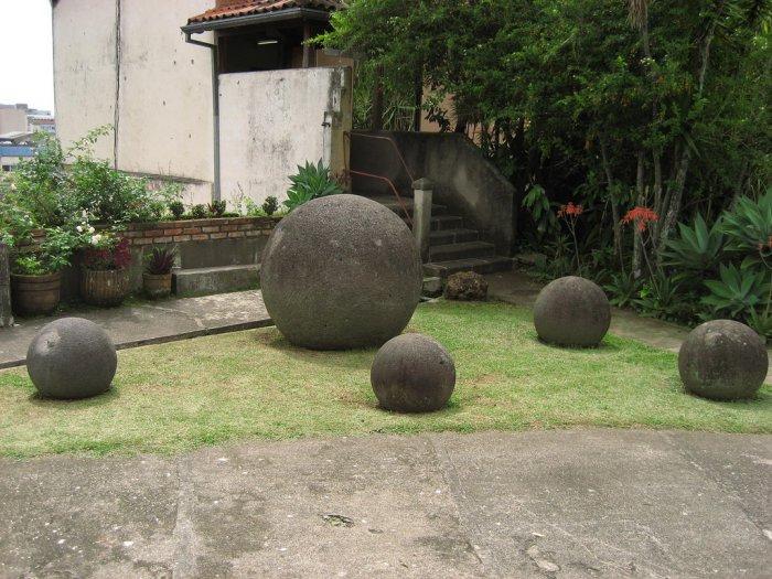 каменные шары коста-рика фото 1 (700x525, 334Kb)
