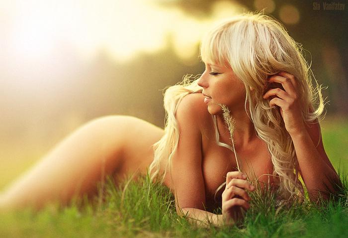 Блондинка ню на природе. Фотограф: sla007. Фото жанр эротика. Посмотреть