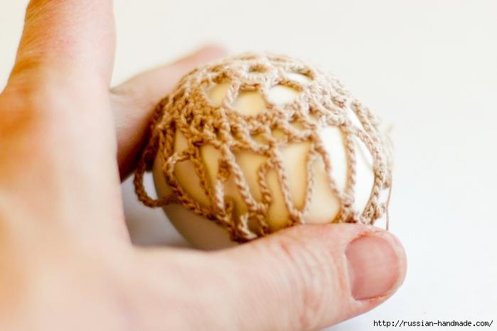 Как обвязать крючком пасхальное яйцо. Фото мастер-класс (23) (700x466, 177Kb)