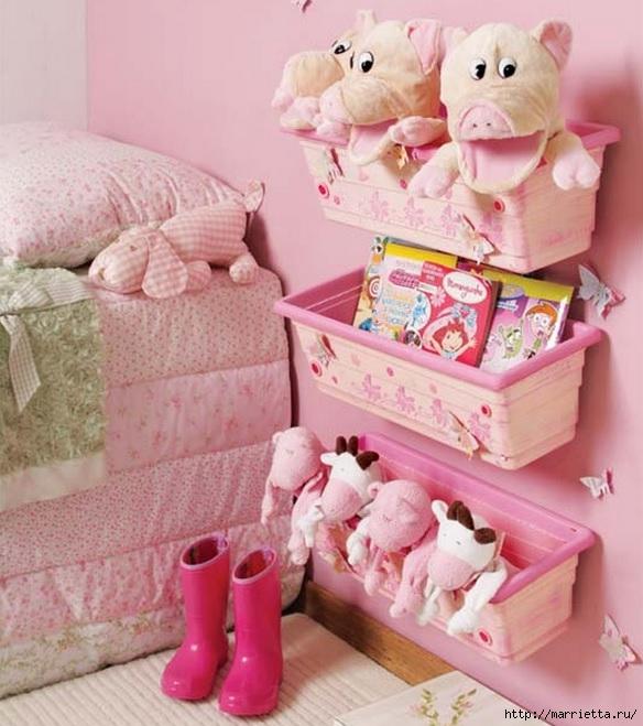 Полочки для детских игрушек из пластиковых цветочных горшков (2) (584x659, 213Kb)