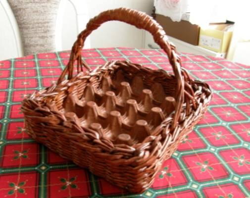 Плетение из газет. Корзинка для пасхальных яиц (8) (505x400, 195Kb)