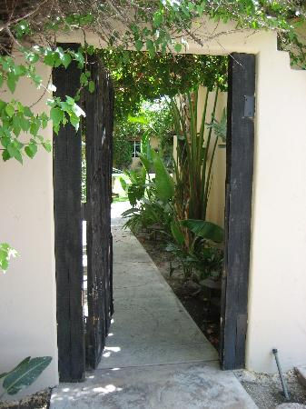 magic-garden-door (337x450, 34Kb)