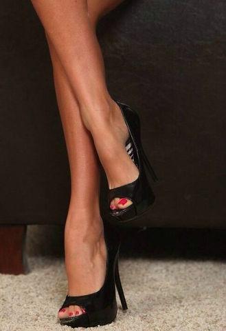 Черно белое женских ног