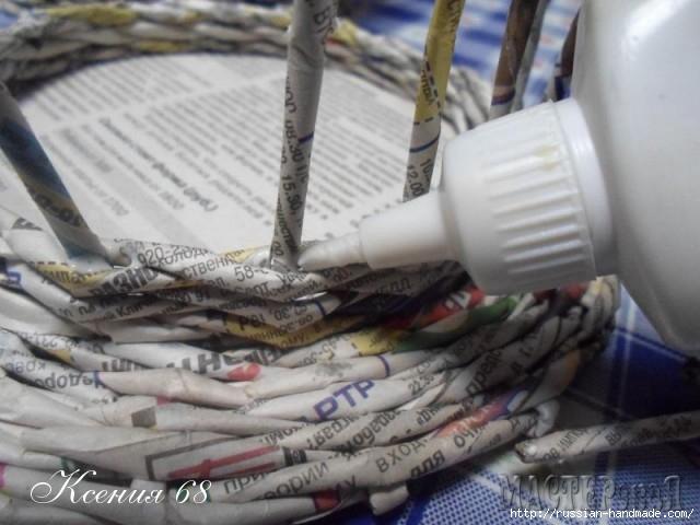 шкатулка из газет с розочками из бумаги (11) (640x480, 156Kb)