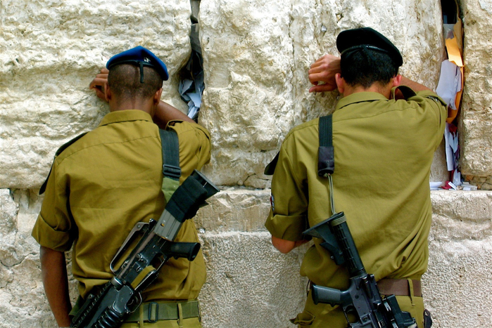 Soldiers_at_the_Wailing_Wall (700x467, 454Kb)