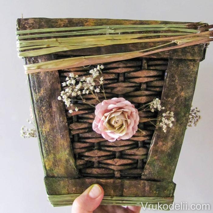 Плетение из газет и картон. Кашпо для цветов (1) (700x700, 329Kb)