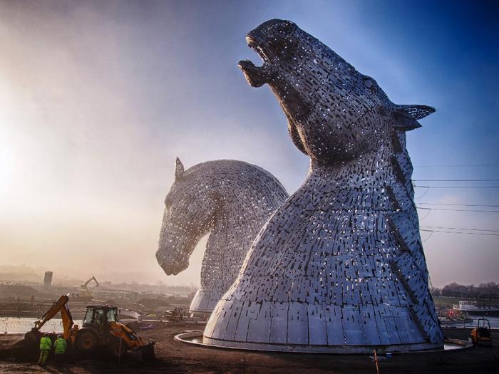 скульптуры лошадей в парке Helix 2 (700x525, 428Kb)