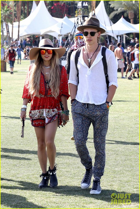 vanessa-hudgens-austin-butler-such-a-cute-coachella-couple-06 (467x700, 144Kb)
