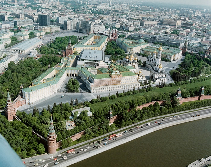 Kremlin_birds_eye_view-1 (700x552, 403Kb)