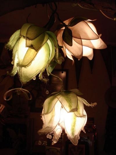 Светильники из гигантских цветов