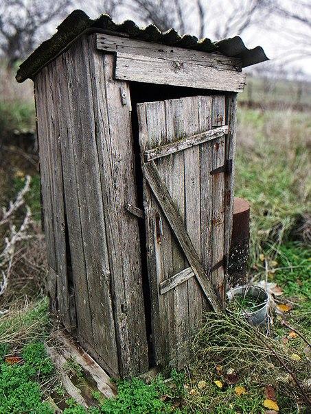 Каменный туалет в селе
