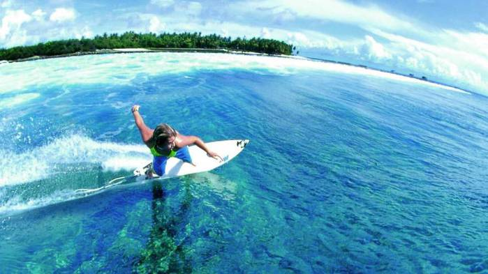 3937404_surfing_maldives_at_four_seasons_kuda_haraa (700x393, 46Kb)