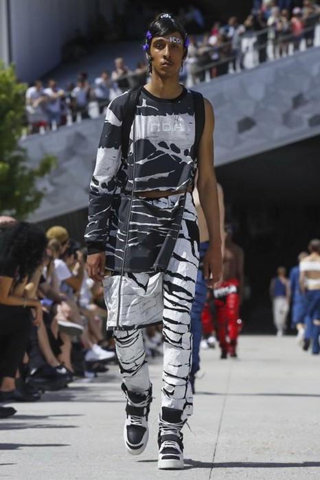 126300074 111915 1330 HoodbyAir10 Hood by Air в Париже: Мужская мода от американского короля ЛГБТ сообщества