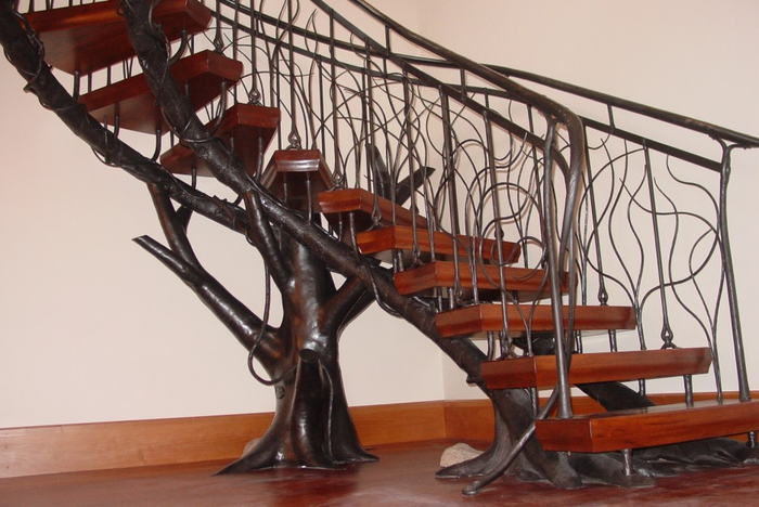 magnificent-staircases-for-small-spaces-with-tree-stairs-shape-design-combined-wooden-varnishing-riser-also-dark-iron-baluster-featuring-black-metal-baluster-in-root-ideas-staircases-for-small-spaces-936x626 (700x468, 320Kb)